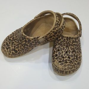 Crocs leopard classic kids water shoes sz 12-13